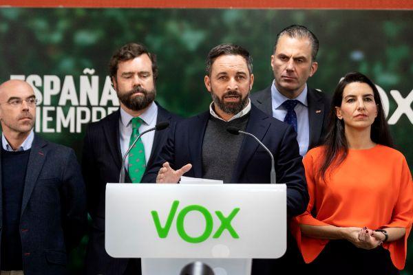 Alberto Di <HIT>Lolli</HIT>. 11/11/2019, Madrid. El lider de VOX, Santiago Abascal, junto a otros miembros de la direccion del partido ha ofrecido una rueda de prensa para valorar los resultados electorales
