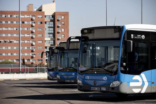 Autobuses de la EMT, en las instalaciones de Carabanchel