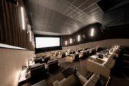 Imagen de una de las 7 salas de Cine Yelmo Luxury Palafox.