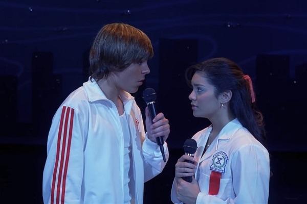 Zac Efron y Vanessa Hudgens en High School Musical.