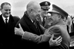 En 1959, el presidente estadounidense Eisenhower visitó España y fue recibido por el dictador Franco.