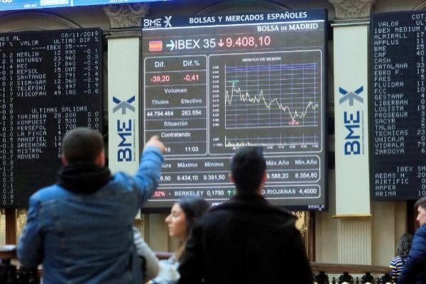 Los inversores castigan al Ibex y a los bancos en Bolsa por sus recelos ante el acuerdo de Gobierno