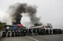 Los Mossos desalojan a los manifestantes y los dispersan de Salt