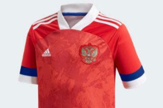 Así es la camiseta de Rusia con la bandera al revés.