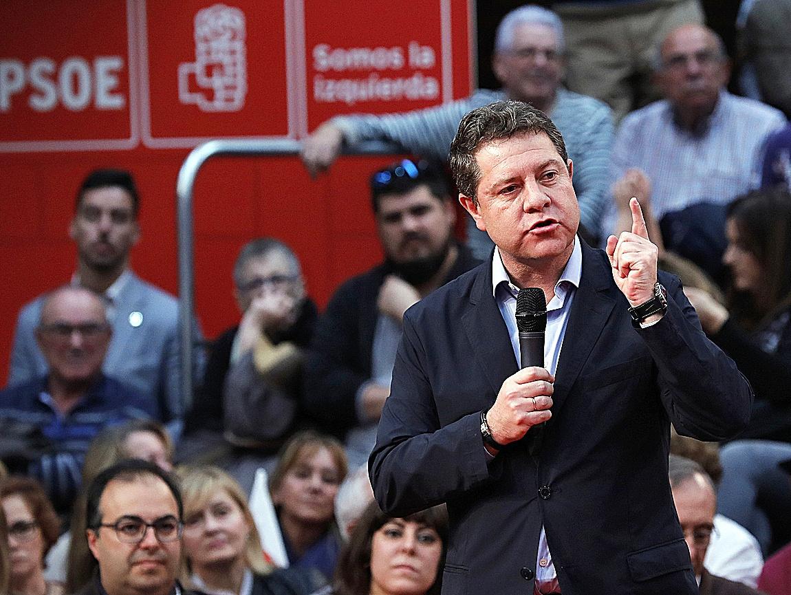 Emiliano García-Page, en un acto electoral del PSOE celebrado...
