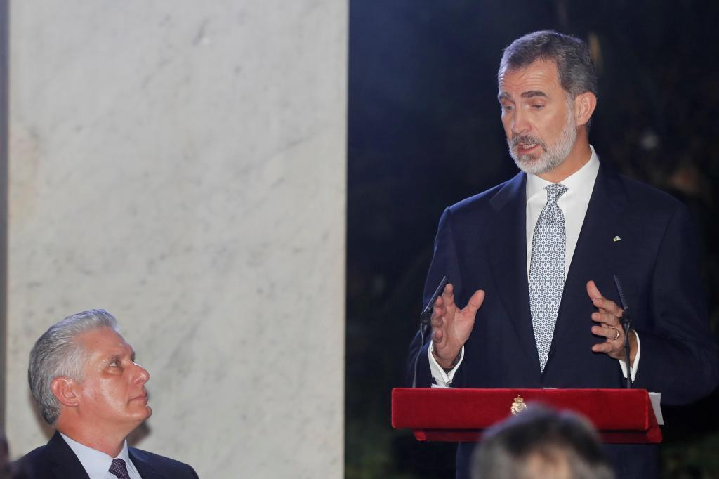 El rey Felipe VI durante su intervención junto al presidente de Cuba,...