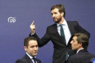 El presidente del PP, Pablo Casado, junto al secretario general, Teodoro García Egea, y al vicesecretario de Comunicación, Pablo Montesinos.