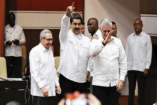 Raúl Castro, Nicolás Maduro y Miguel Díaz-Canel, en un acto en La...