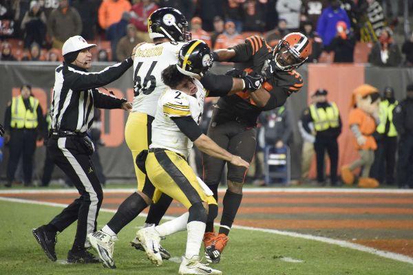 La pelea más salvaje de la NFL: Myles Garrett le quita el casco a Mason Rudolph y le golpea con él en la cabeza