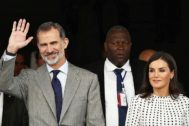 Los Reyes durante su visita a Cuba