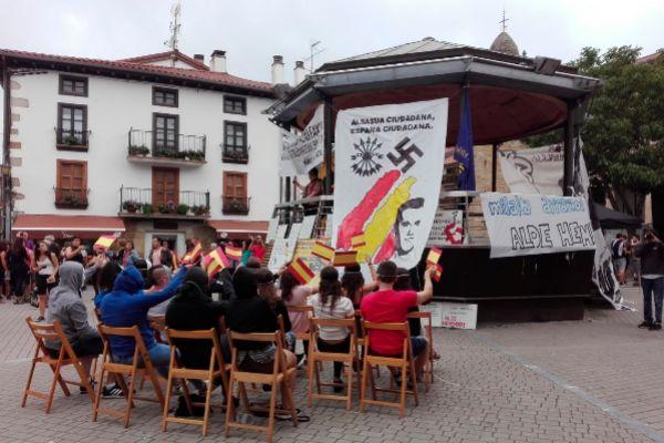 Vecinos de Alsasua celebrando el Ospa Eguna el pasado 31 de agosto.