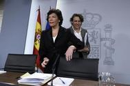 Isabel Celaá y Magdalena Valerio, en la rueda de prensa tras la reunión del Consejo de Ministros.