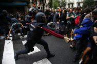 Cargas policiales en Barcelona con motivo del referéndum del 1-O.