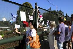 Acto en Angrois (Santiago de Compostela) en recuerdo de las víctimas del tren Alvia.