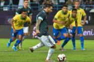 Messi, en el penalti que después terminó en el 1-0.