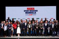 Deportistas, organizadores, invitados y autoridades, en Marbella.