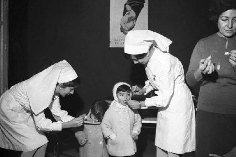 Campaña de vacunación contra la polio en Madrid en 1963