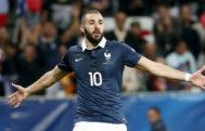 Benzema celebra un gol ante Armenia en su último partido con Francia.