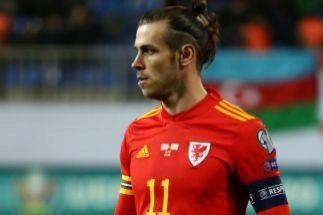 Bale, anónimo en Gales; doblete de Hazard