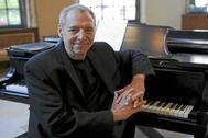 El cantante y pianista Ben Sidran vuelve un año más al Café Central, donde actuará durante siete noches.