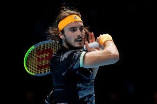 Tsitsipas derriba a Federer y buscará el título de maestro en el año de su debut