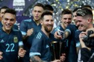 """""""Nos lo dicen desde España: Messi busca controlar el juego con los árbitros"""""""