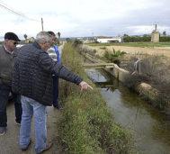 Los payeses muestran cómo el agua queda estancada en Sa Síquia.
