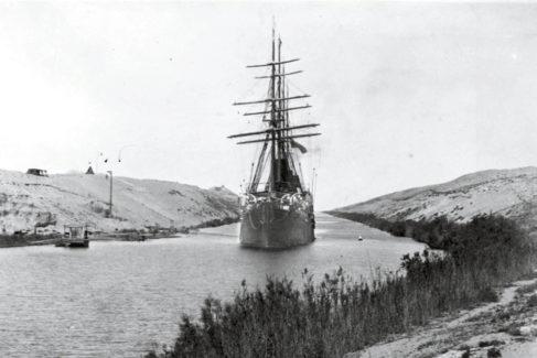 Canal de Suez: 150 años de convulsa historia y un futuro con nuevas turbulencias
