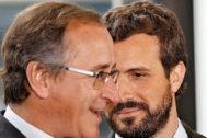 Alfonso Alonso en una imagen junto al presidente del PP, Pablo Casado,