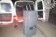 La caja fuerte abandonada en Pinto junto a la furgoneta.
