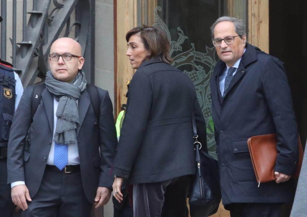 El presidente catalán, Quim Torra (dcha.), a su llegada a los...