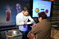 La campaña en el Hospital de Alicante hace mucha incidencia en la importancia de lavarse bien las manos.
