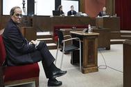 El presidente de la Generalitat, Quim Torra, en el Tribunal Superior de Justicia de Cataluña donde este lunes se le juzga por desobedecer la orden de la Junta Electoral de retirar los lazos de los edificios públicos en la campaña del 28A, un caso que puede costarle hasta dos años de inhabilitación.
