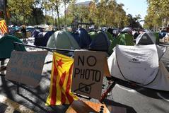 Acampada de estudiantes en la plaza de la Universidad, en Barcelona.