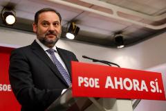 GRAF7126. MADRID.- El Secretario de Organización del PSOE y ministro de Fomento en funciones José Luis <HIT>Ábalos</HIT>, durante la rueda de prensa esta mañana en la sede de Ferraz en Madrid.-