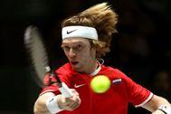 GRAF2041. MADRID.- El tenista ruso Andréi <HIT>Rublev</HIT> devuelve la pelota al español Roberto Bautista durante el partido correspondiente a la segunda jornada de la Copa Davis disputada este martes en la Caja Mágica de Madrid