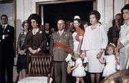 Franco, con la Familia Real en el bautizo del Príncipe Felipe en 1968.