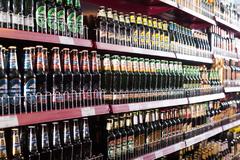 Estantería de bebidas en un supermercado de Barcelona