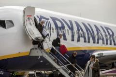 Condenada por cobrar suplemento a una pasajera con bolso y maleta