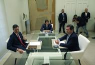 El Presidente del Gobierno en funciones Pedro Sanchez recibe en el palacio de la Moncloa al presidente de la Confederacion Española de Organizaciones Empresariales CEOE, Antonio Garamendi,