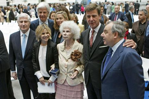 La duquesa de Alba junto a cinco de sus hijos: Carlos, Jacobo, Fernando, Cayetano y Eugenia.