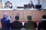 Los agentes que estudiaron el móvil de Diana Quer, durante el juicio.