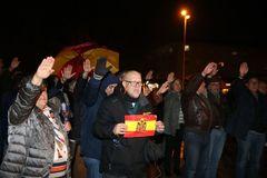 GRAF2936. MADRID.- Asistentes a la <HIT>misa</HIT> por el aniversario de la muerte del dictador Francisco Franco y de Primo de Rivera, celebrada este miércoles en la parroquia de la Inmaculada Concepción de El Pardo, en Madrid.