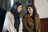 Adriana Lastra e Irene Montero, en la firma del acuerdo entre PSOE y Podemos para formar un gobierno de coalición.