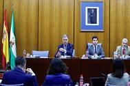 El exconsejero de Empleo de la Junta José Antonio Viera(i), condenado esta semana a siete años y un día de cárcel y a 18 años y un día de inhabilitación absoluta en el caso de los ERE, ha comenzado hoy su comparecencia en la comisión que investiga las irregularidades de la Faffe en el Parlamento de Andalucía.