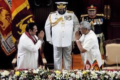 Gotabaya Rajapaksa y su hermano, el primer ministro Mahinda Rajapaksa.