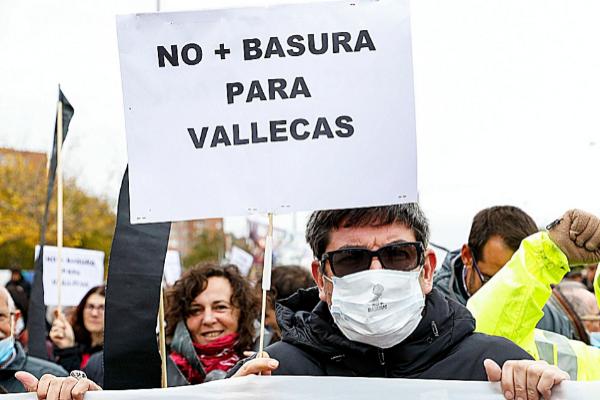 Vecinos de Vallecas se manifiestan contra el traslado de residuos a...