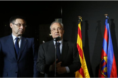 """Pide a Barça y Madrid que permitan  la pancarta """"España, siéntate y habla"""""""