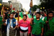 Indígenas colombianos se manifiestan durante la huelga de este jueves, en Bogotá.