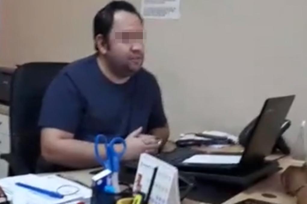 Pablo M. D., en las oficinas de la agencia de viajes, en Alicante, en...